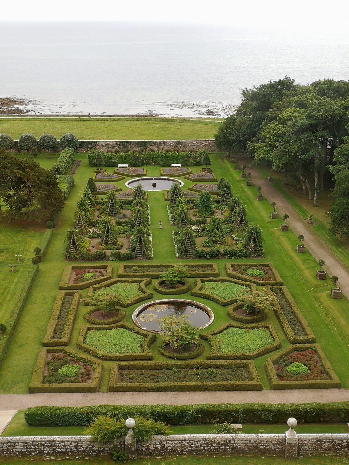 Jardins à la française du château de Dunrobin à Golspie, Ecosse