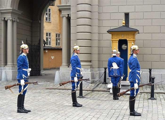 Relève de la garde au Palais Royal de Stockholm. Photo Nord Espaces
