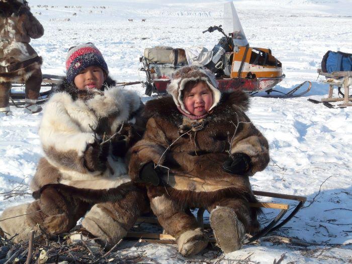 Enfants tchouktches. Photo : Julia de Nord Espaces