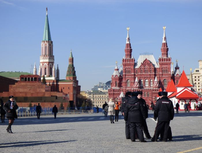 Le mausolée de Lénine, la Tour Nikolskaïa du Kremlin et le musée historique d'Etat de Moscou sur la Place Rouge. Photo : Sébastien de Nord Espaces
