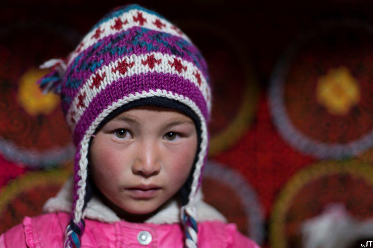 Aiganam, 9 ans, fille de l'aiglier kazakh Khumisbek, Altaï, Mongolie