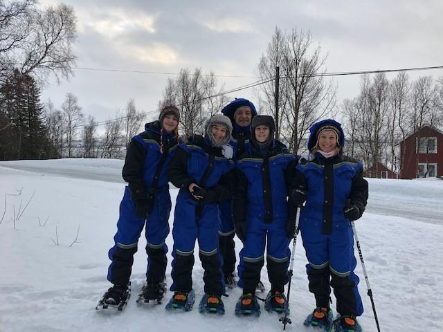Danse avec les aurores boréales en Norvège, la famille C. en raquettes, février 2020
