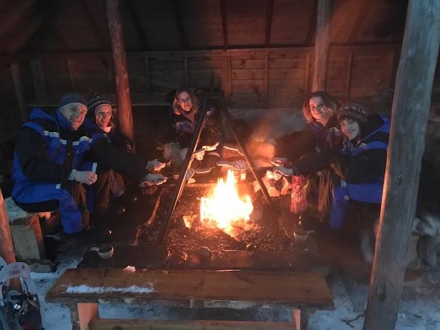 Danse avec les aurores boréales en Norvège, dîner de la famille C., février 2020