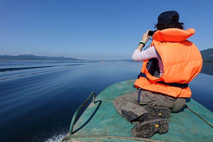 Julia au lac Azhabatchie, Kamtchatka. Photo : Sébastien de Nord Espaces