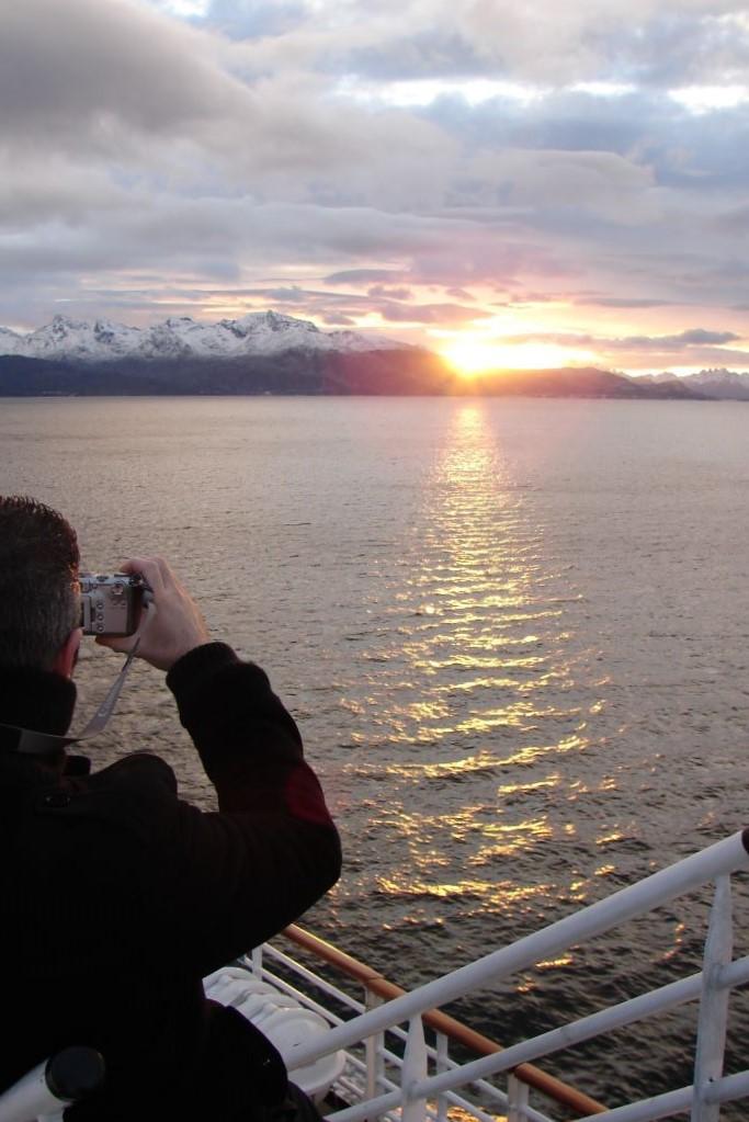 Coucher de soleil aux Lofoten. Photo : Andrea de Nord Espaces