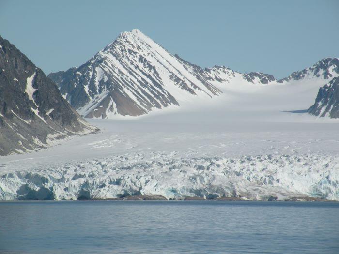 Le glacier de la baie de la Madeleine. Photo d'Annick et Gérard P. au Spitzberg en 2008