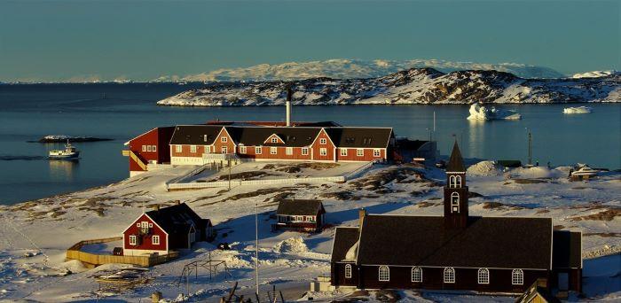 """Un village groenlandais. Photo de Chantal T., voyage """"Le Groenland et la magie des glaces"""", 2019"""