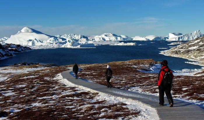 Promenade au bord de la mer Arctique. Photo : Chantal T.