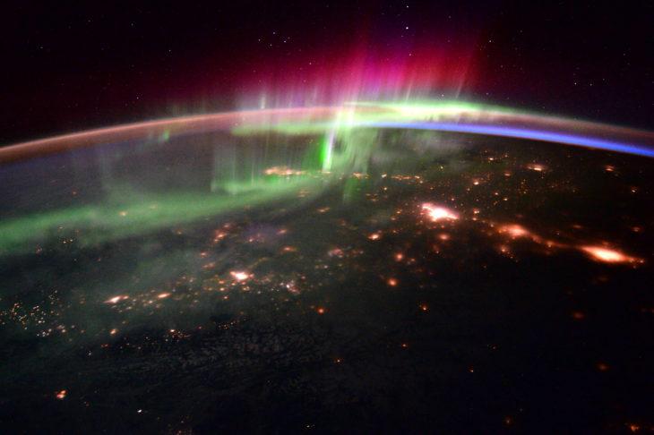 Aurore boréale vue de l'espace