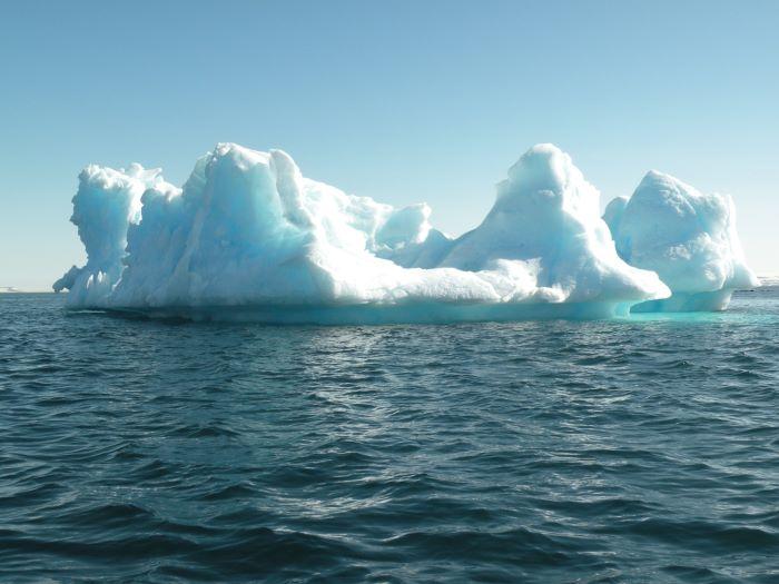 Un iceberg au Spitzberg. Photo : Annick et Gérard P.