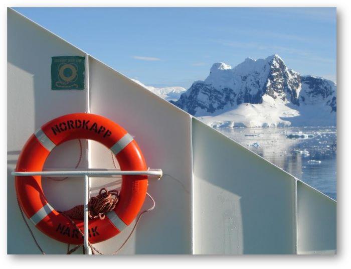 Arrivée à Paradise Bay, péninsule Antarctique. Photo : Maya A.