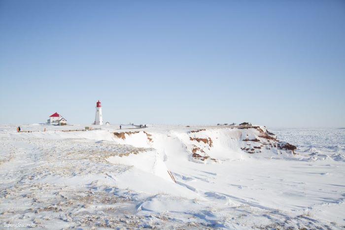 Le phare de l'Anse-à-la-Cabane sur la côte sud de l'île du Havre Aubert. Photo : Stéphanie de Nord Espaces