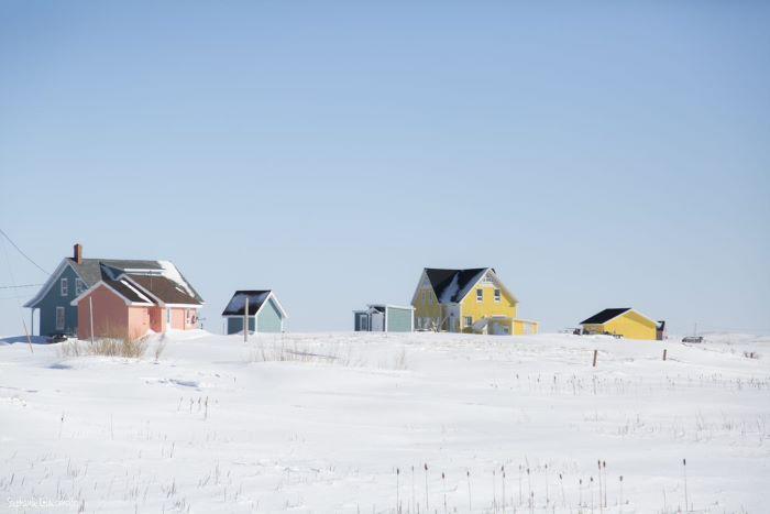 Maisons pastel entre ciel et neige. Photo : Stéphanie de Nord Espaces