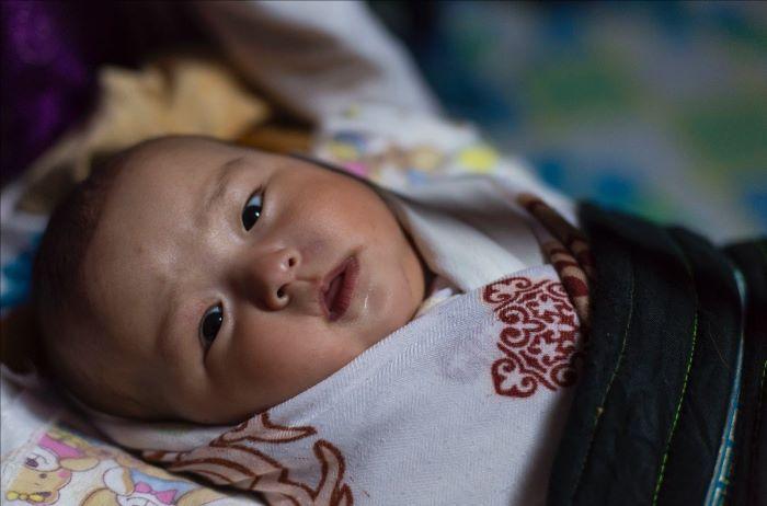 Aya, petite fille kazahk. Photo : Stéphanie Thevenon