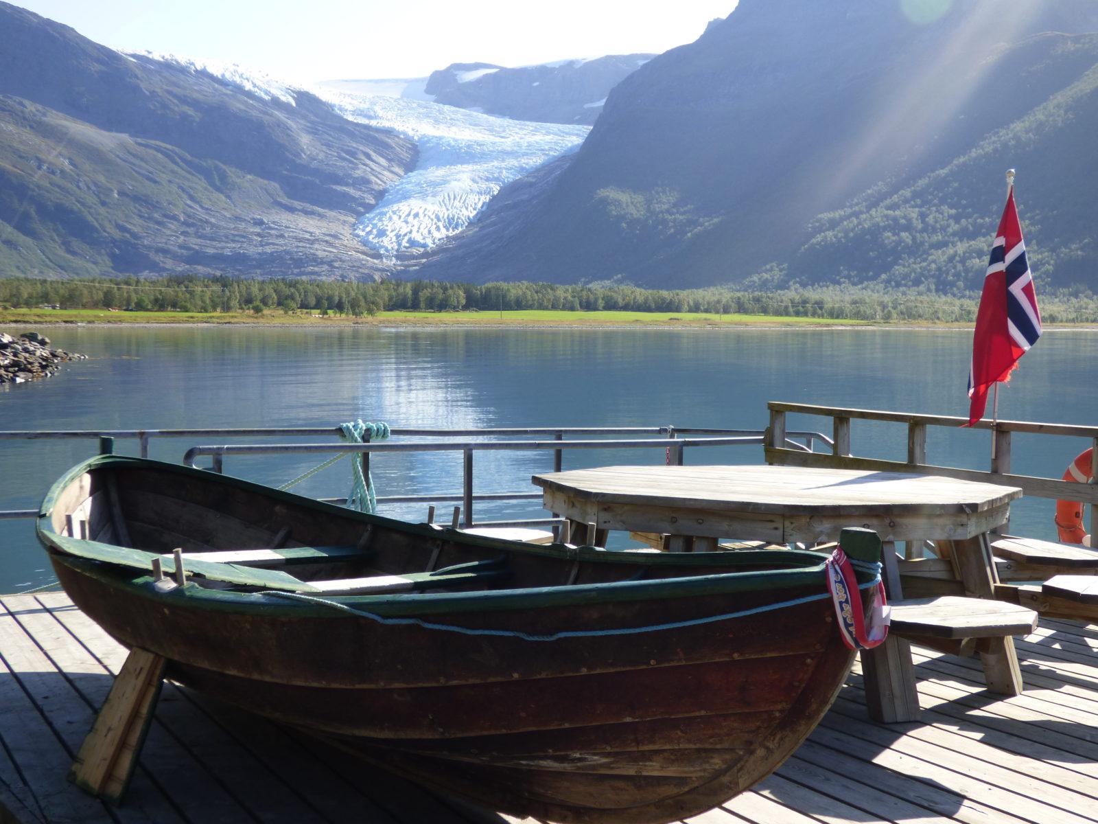 Pause en face du glacier au nord de l'Helgeland. Photo : Nord Espaces
