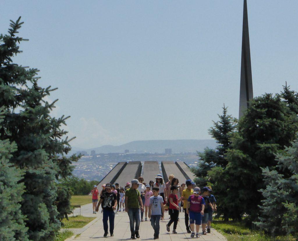 Le Tsitsernakaberd, mémorial dédié aux victimes du génocide arménien, Erevan, juin 2019