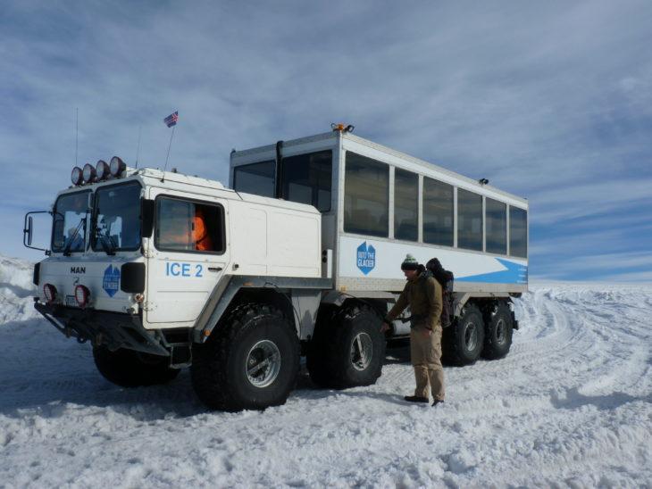 Véhicule tout-terrain sur le glacier Langjökull, Islande