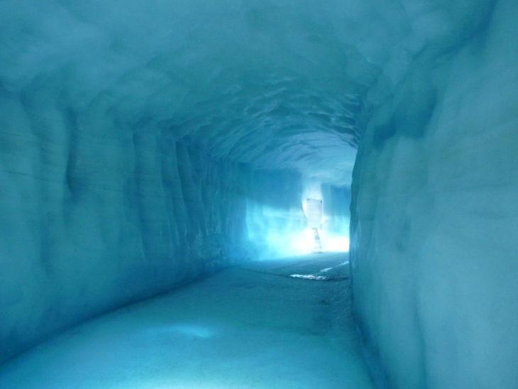 Tunnel dans le glacier Langjökull en Islande