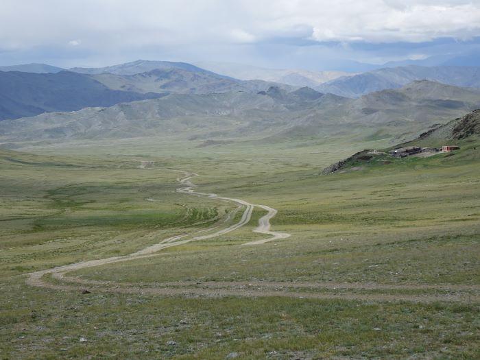 Une piste de l'Altaï mongol. Photo : Sébastien de Nord Espaces
