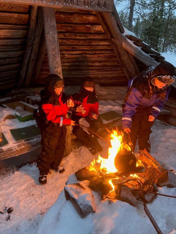 Feu de camp en Laponie suédoise par Samuel F., décembre 2020