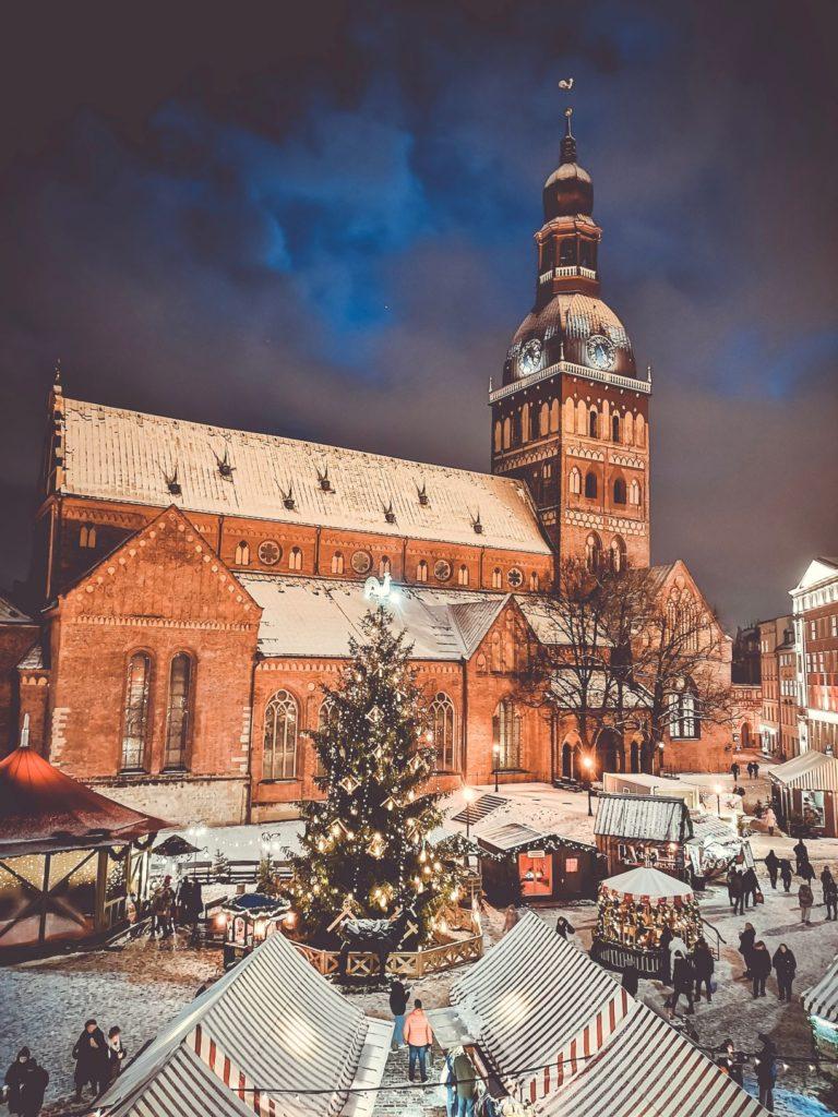 Le marché de Noël à Riga, Lettonie, par Daniels Joffe