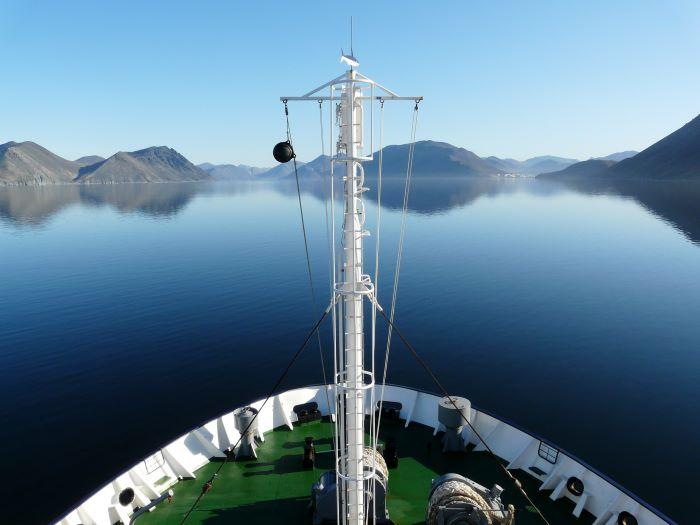Sur le pont d'un navire polaire en Tchoukotka. Photo Nord Espaces