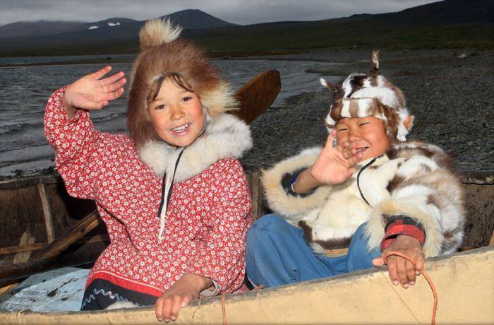 Jeunes enfants en Tchoukotka. Photo : Nord Espaces