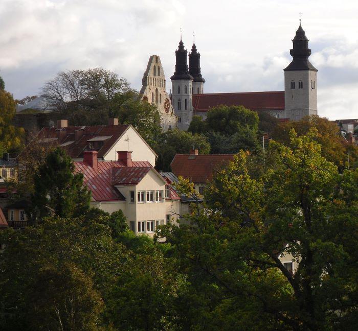 La cathédrale et les ruines de l'église Saint-Nicolai à Visby. Photo : Artifex