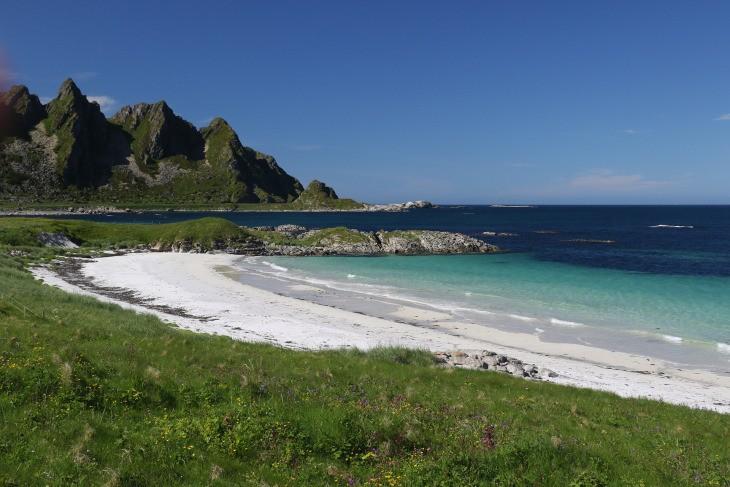 Une plage norvégienne, au-delà du Cercle Polaire Arctique...