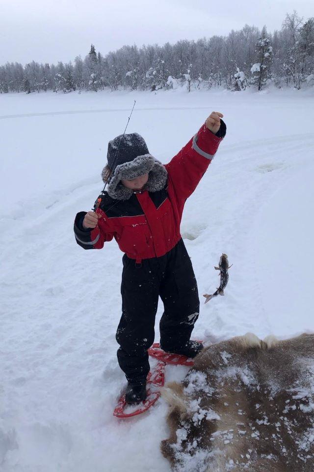 Initiation à la pêche blanche en Laponie. Photo Brigitte B.