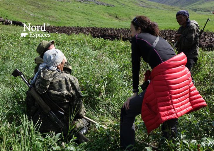 Julia et des éleveurs de rennes au Kamtchatka, Russie