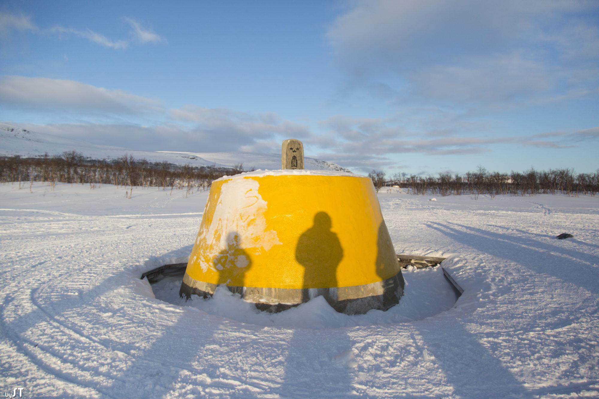 Près de Kilpisjärvi, une frontière commune à la Finlande, la Norvège et la Suède