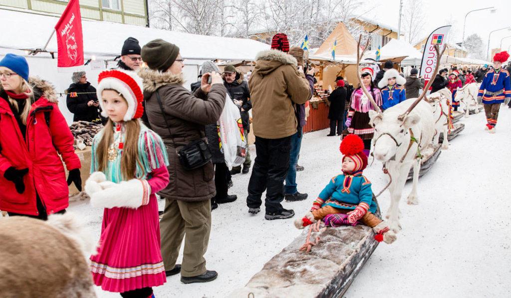 Culture sâme au marché d'hiver de Jokkmokk, Suède
