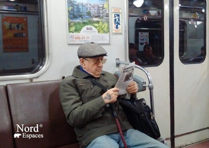 Les russes continuent à lire beaucoup, y compris dans le métro