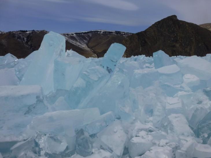 Glace du lac Baïkal, voyage en hiver