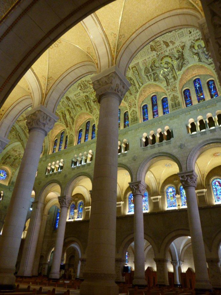 Basilique Sainte-Anne-de-Beaupré, Québec, Canada - Nord Espaces