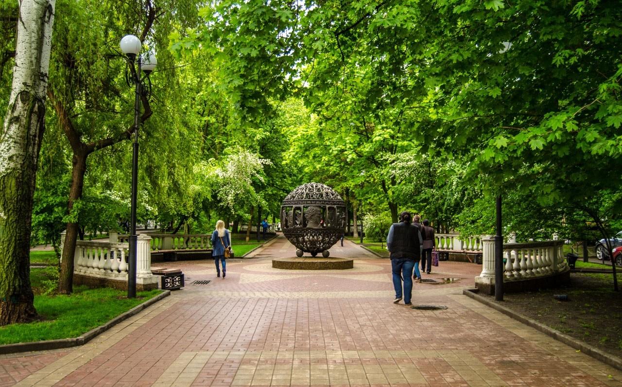 Parc le long de l'avenue Pushkinskaya, Rostov sur le Don, Russie