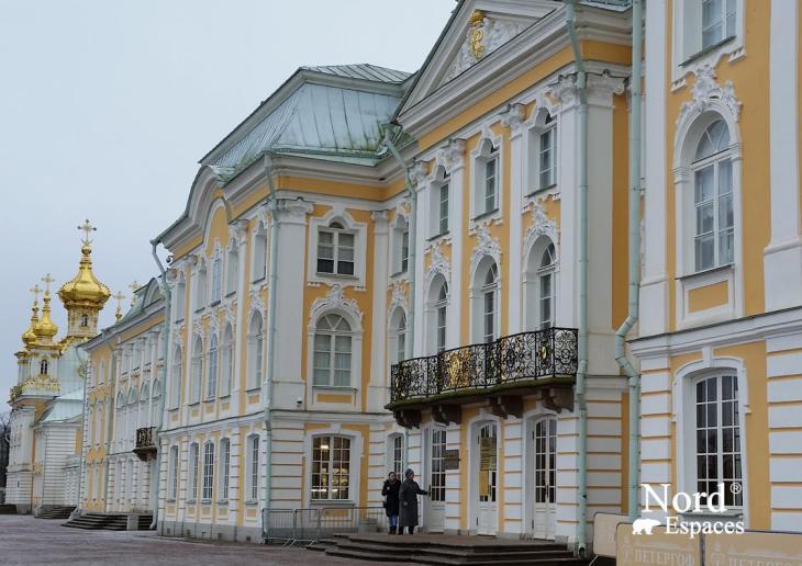 Le palais de Perterhof, au bord du golfe de Finlande
