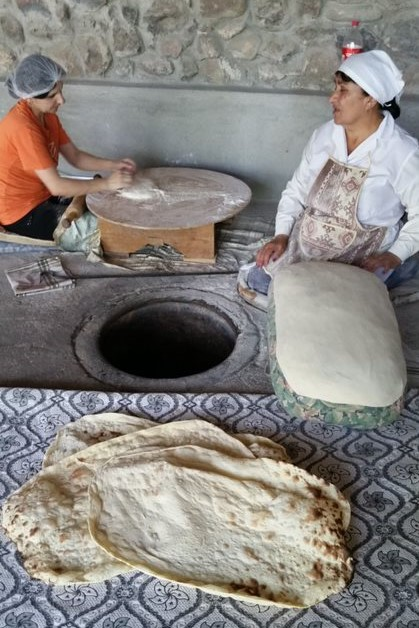 La fabrication du lavash, photo de Lydie en Arménie, juin 2019