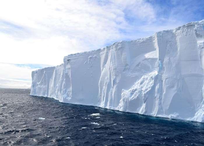 Un iceberg en Antarctique. Photo : Valérie de Nord Espaces