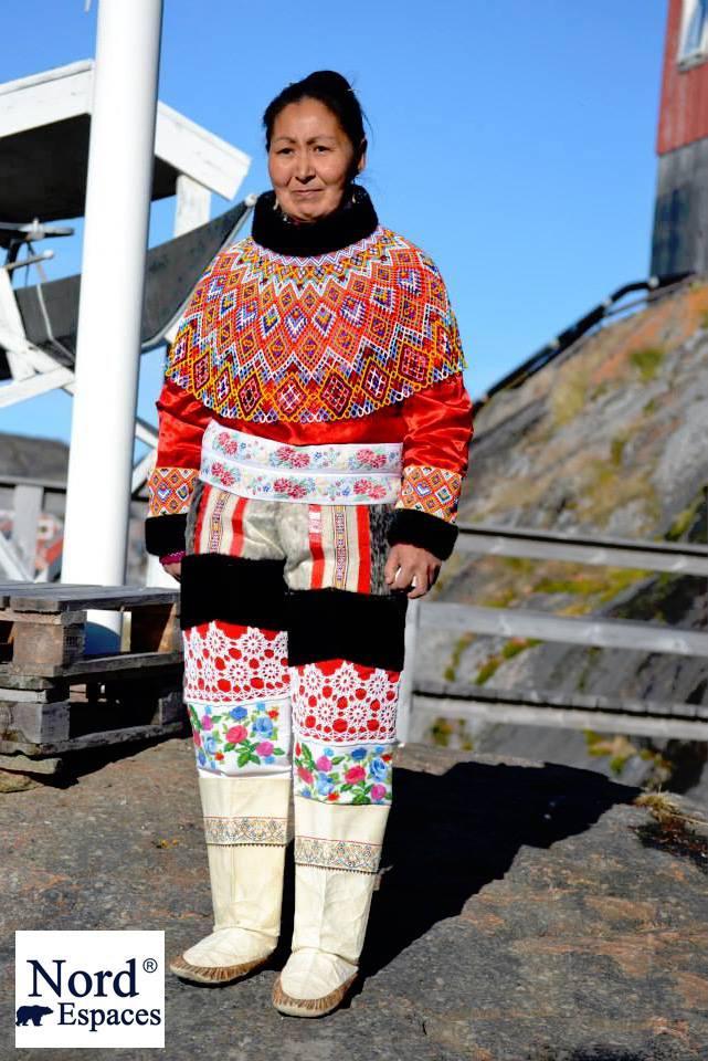 Groenlandaise en habit traditionnel - Nord Espaces Boréalis
