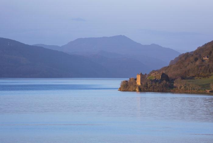 Château d'Urquhart au bord du Loch Ness, Ecosse