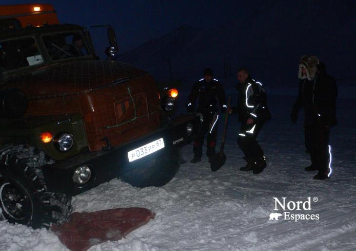 Couverture de secours pour 6x6 enlisé au Kamtchatka - Nord Espaces