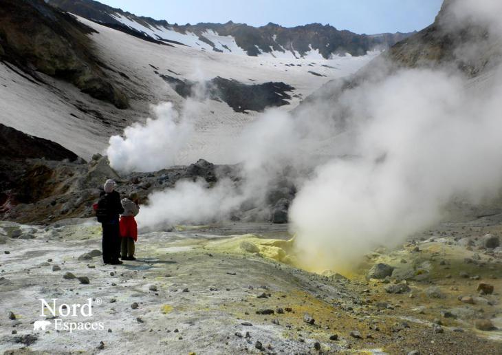 Fumerolles soufrées du volcan Moutnovsky au Kamtchatka - Nord Espaces
