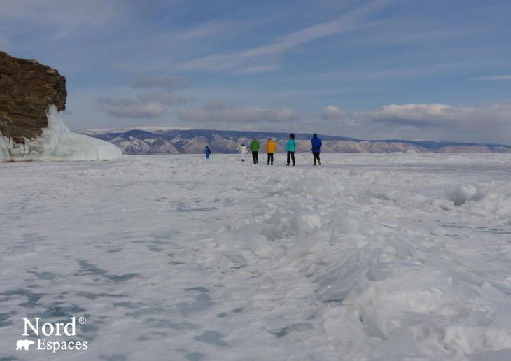 Promenade sur le lac Baïkal gelé