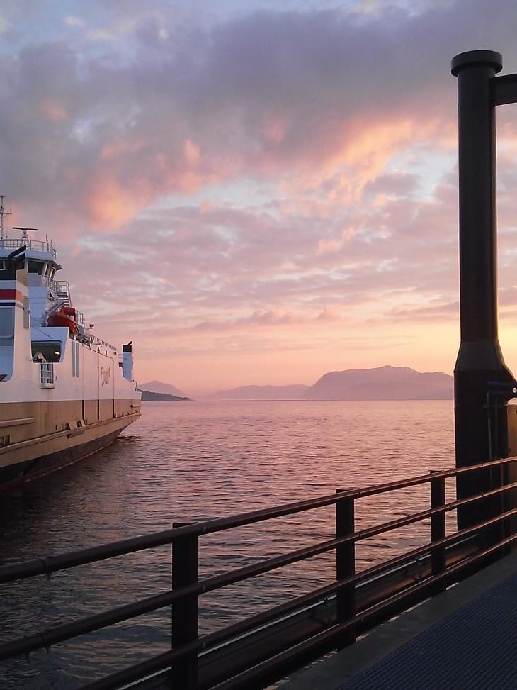Ferry entre Magerholmen et le continent, Norvège